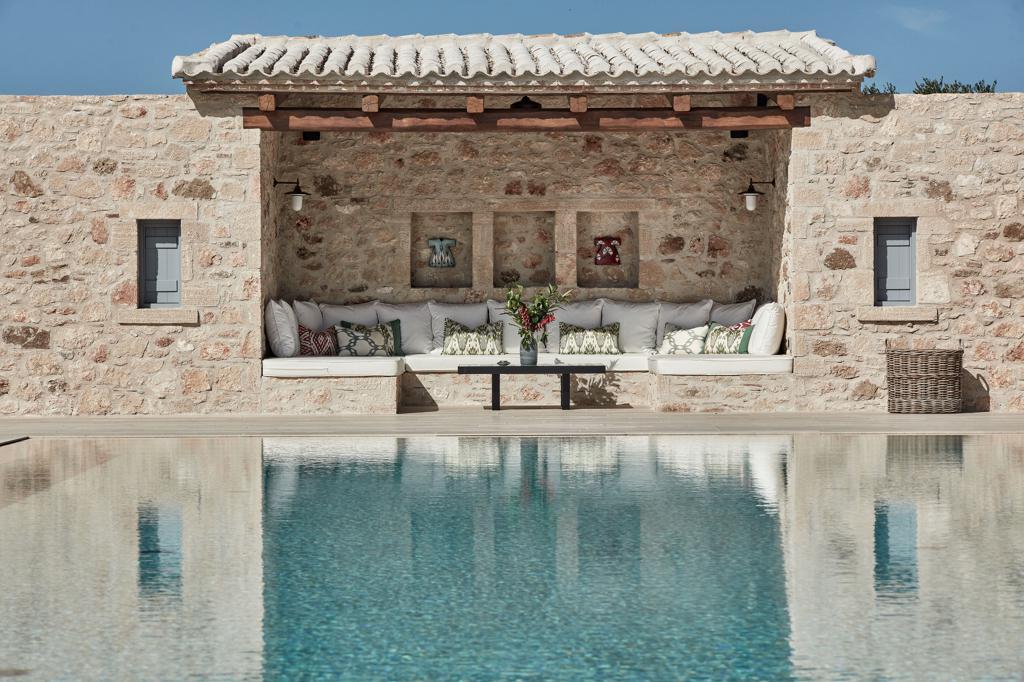 costa-navarino-residences_peloponnes-griechenland-outdoorsofa-decohome.de_