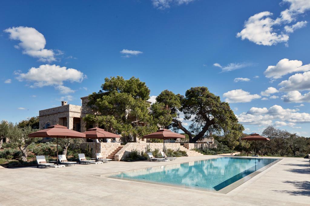 costa-navarino-residences_peloponnes-griechenland-pool-decohome.de_