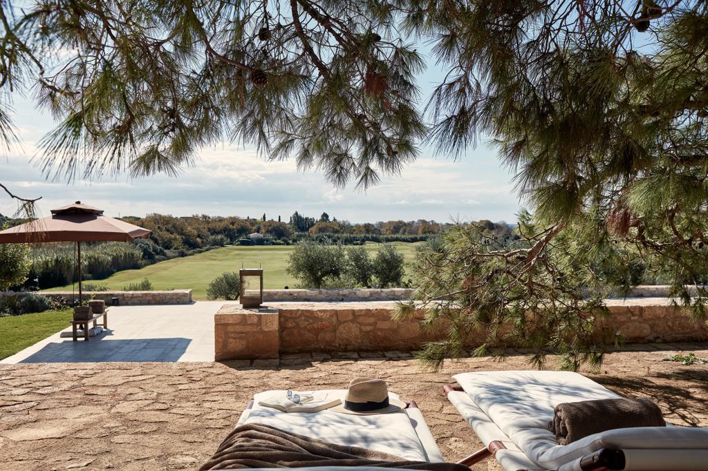 costa-navarino-residences_peloponnes-griechenland-sonnenterrasse-decohome.de_