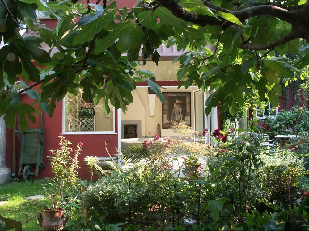 fornasetti-casa-fornasetti_garden_courtesy-fornasetti-decohome.de_