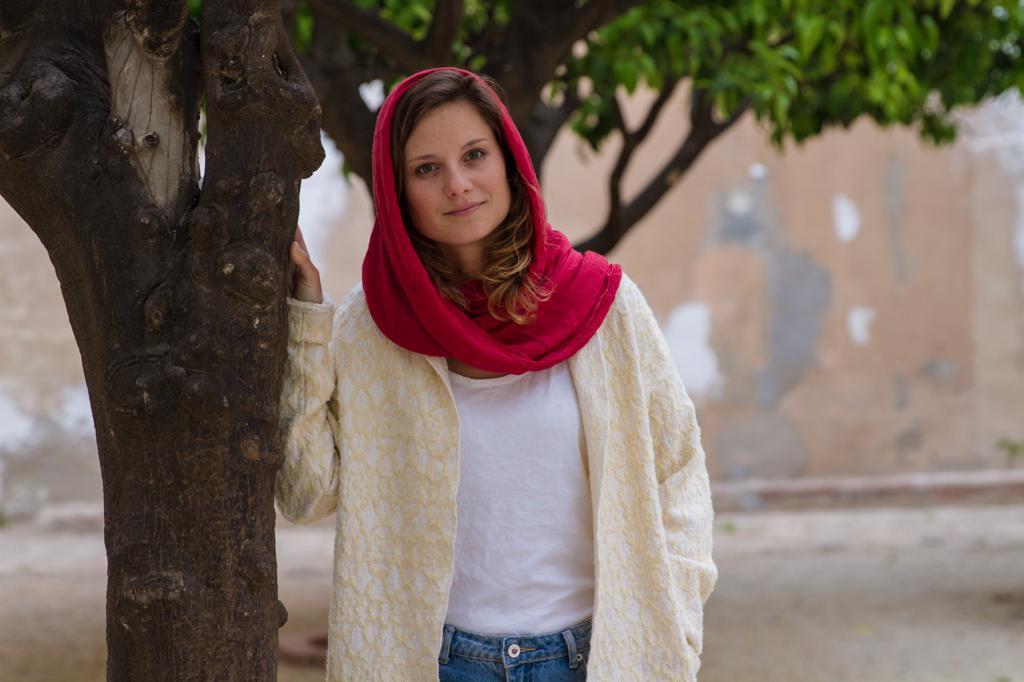 deco-home_iran-interiors_buchtipp_behind-closed-curtains_20180613lena-spath_headscarf_20701