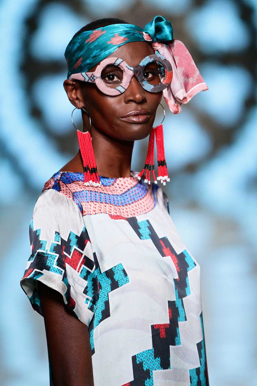 ausstellung-museum_rietberg_perlkunst_aus_afrika_mode-decohome.de_