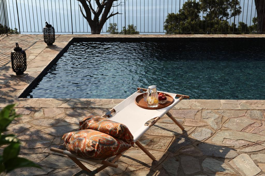 deco-home_unterwegs_boutique-homes_korsika_20180711cdp-sunbath_pool_view0786