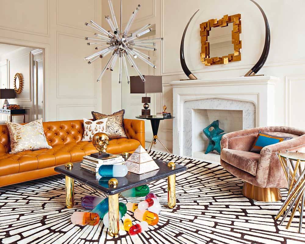 interview-jonathan-adler-living-room-baxter-leather-sofa-ultra-cocktail-table-lucite-pills-lifestyle-decohome.de_