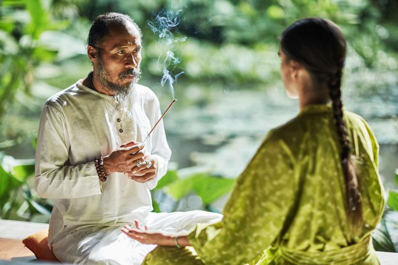 decohome.de_reise_bali_four-seasons_ubud_2019012828.-balinese-energy-healer-djik-dewa3685