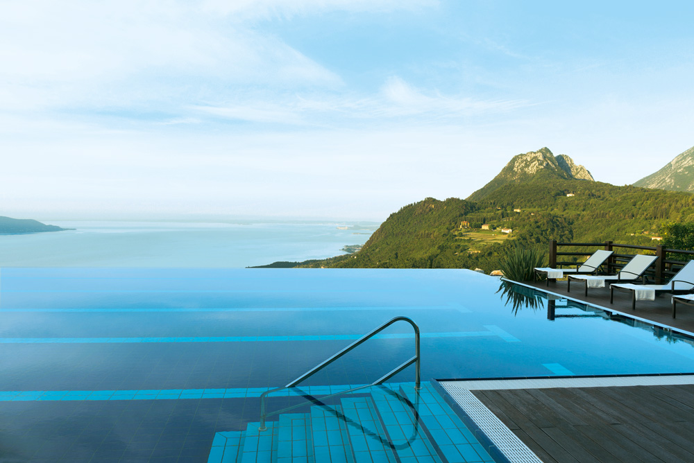 50-top-hotels-retreats-lefay-hotel-and-spa-mallorca-_pool_infinity-with-a-view-decohome.de_