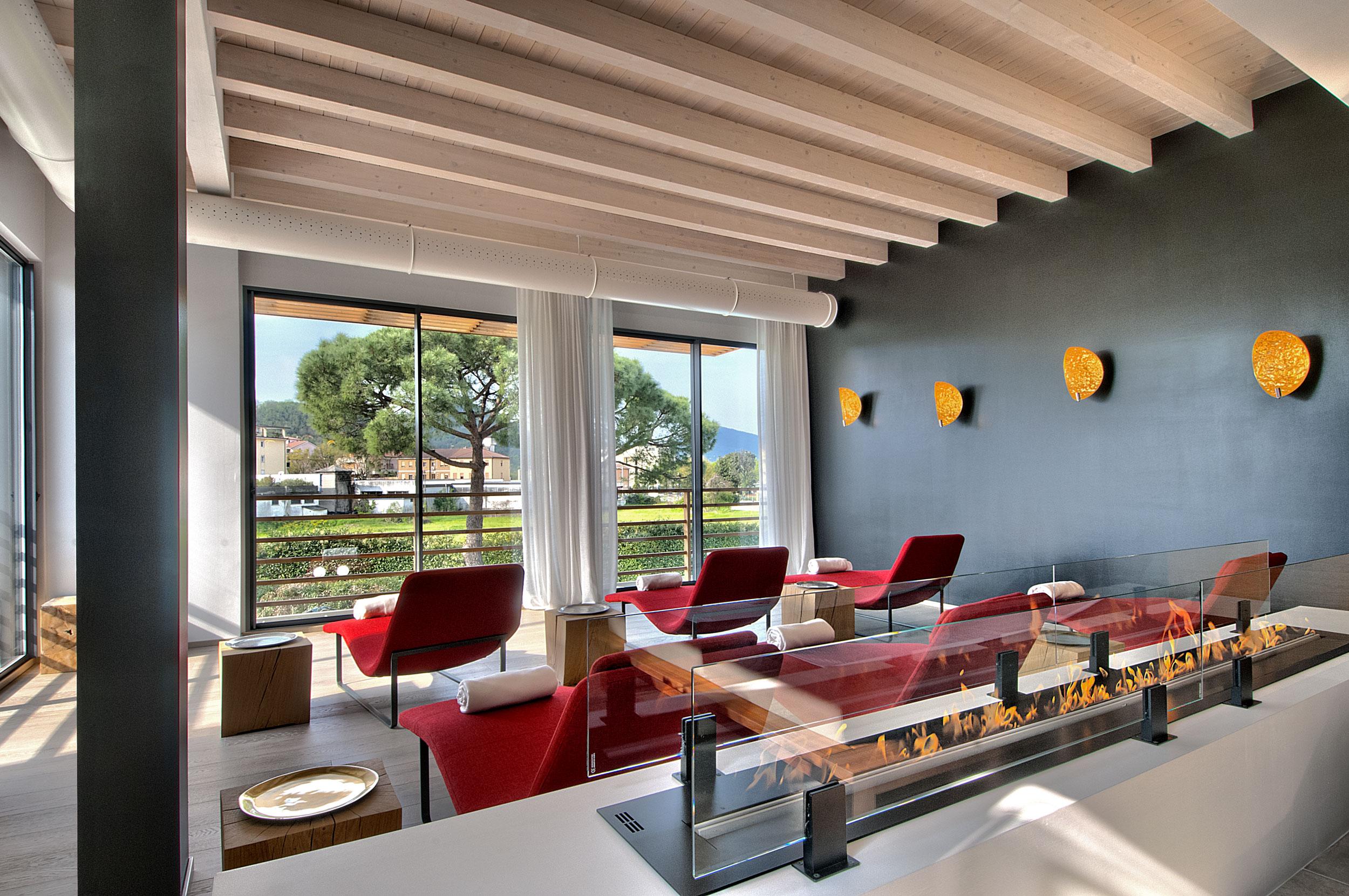 top-50-hotels-spa-esplanade-tergesteo-montegrotto-ruheraum-pool-decohome.de_