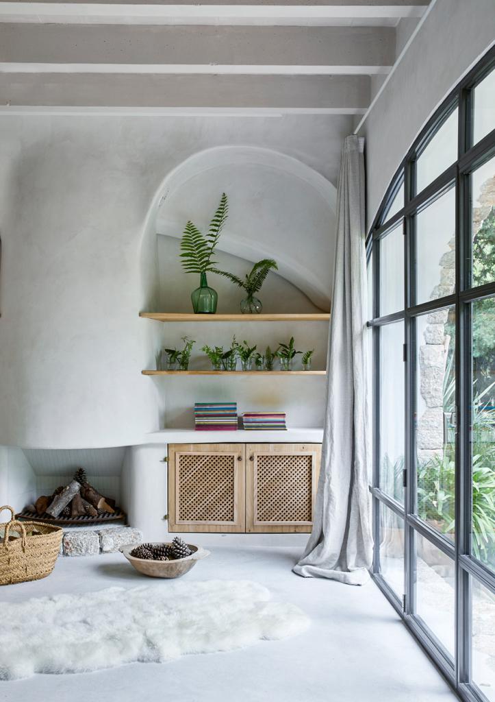 Mallorca Style Wohnzimmer Kamin Holzeinbauten
