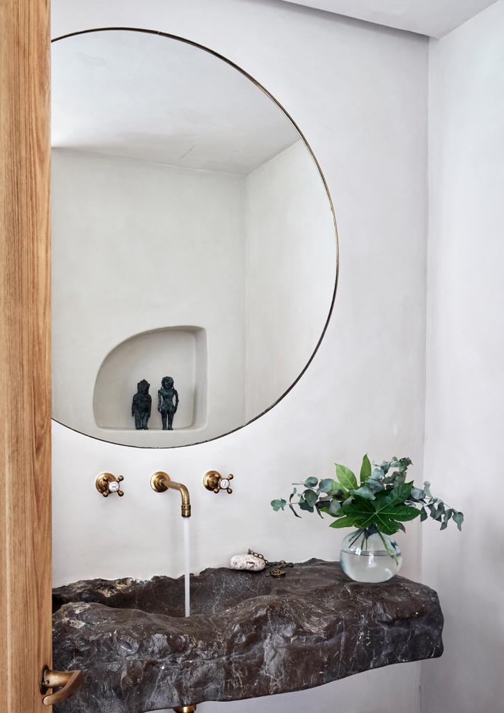 Mallorca Style Badezimmer Waschbecken aus grobem Stein