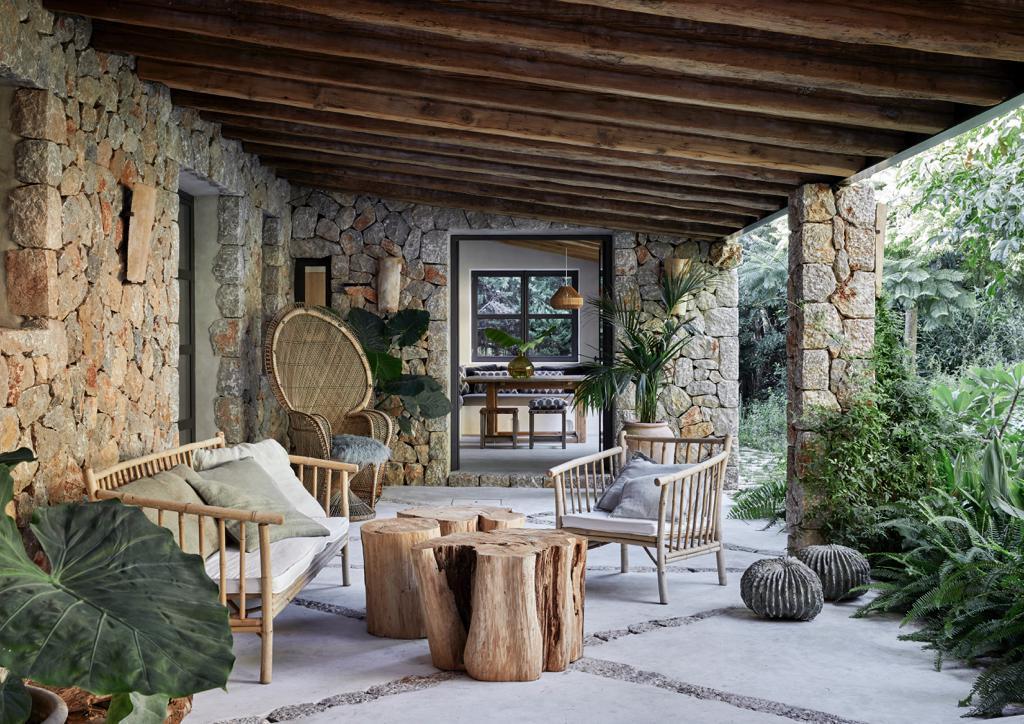 Mallorca Style Terrasse mit Korbmoebeln