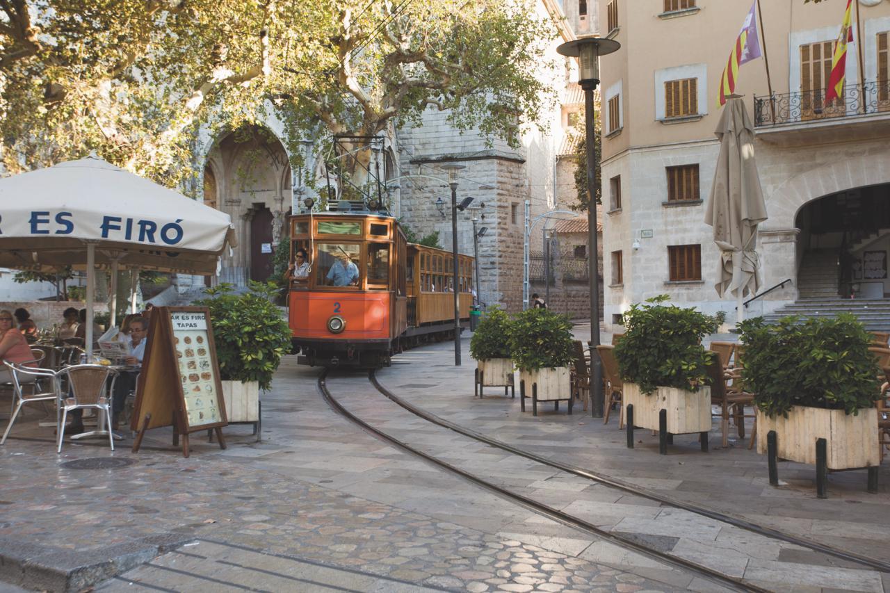 mallorca-design-hotel-reisetipp-decohome-port-soller-gin-tram