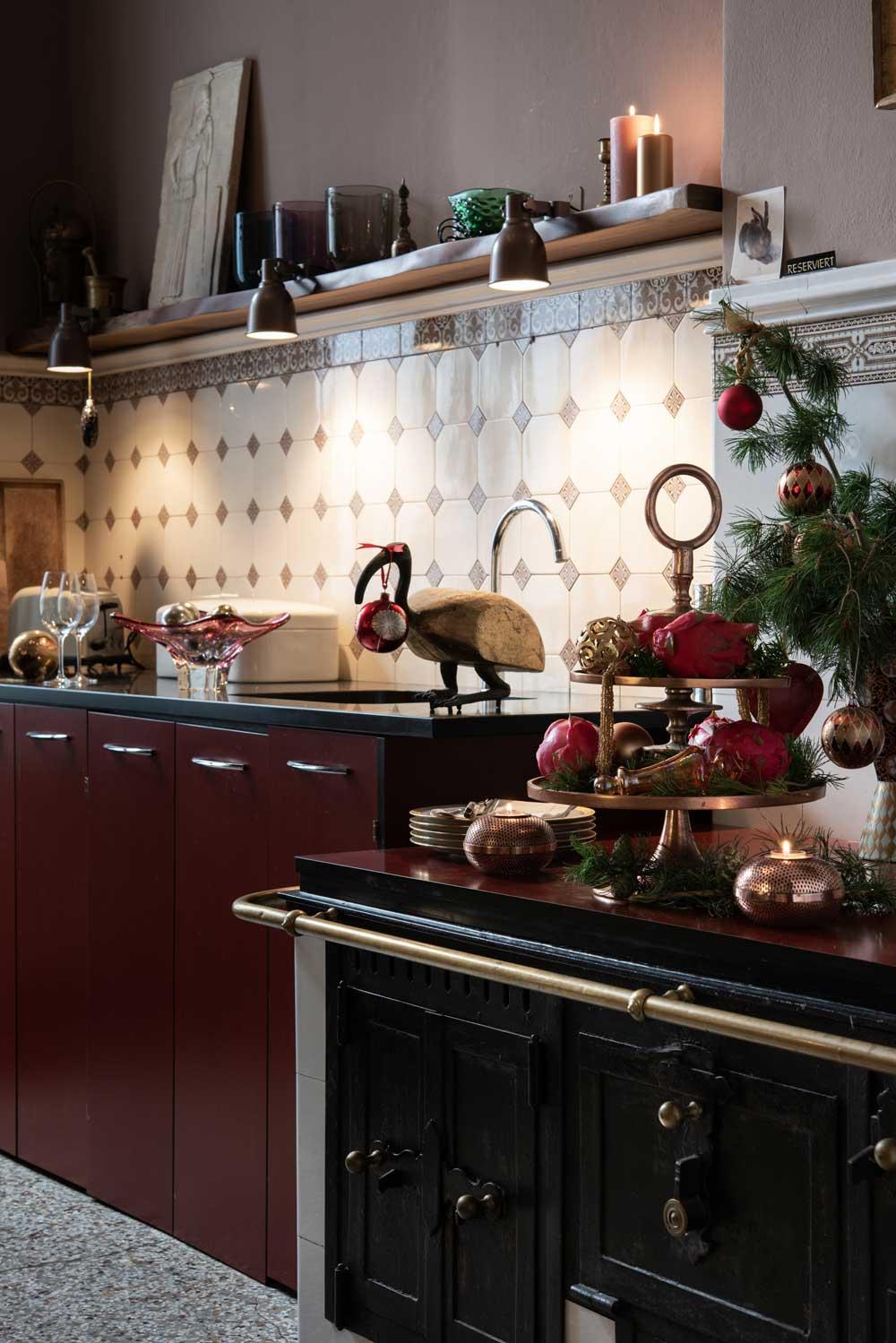 nachhaltige-weihnachtsdeko-wohnen-sabine-stelling-hamburg-mirjam-fruscella-kueche-decohome.de_