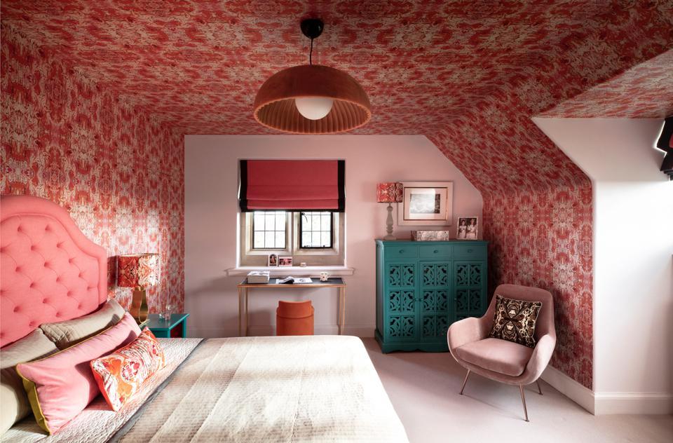 susi-bellamy-wohngeschichte-homestory-designerin-decohome-paul-raeside-schlafzimmer-rosa