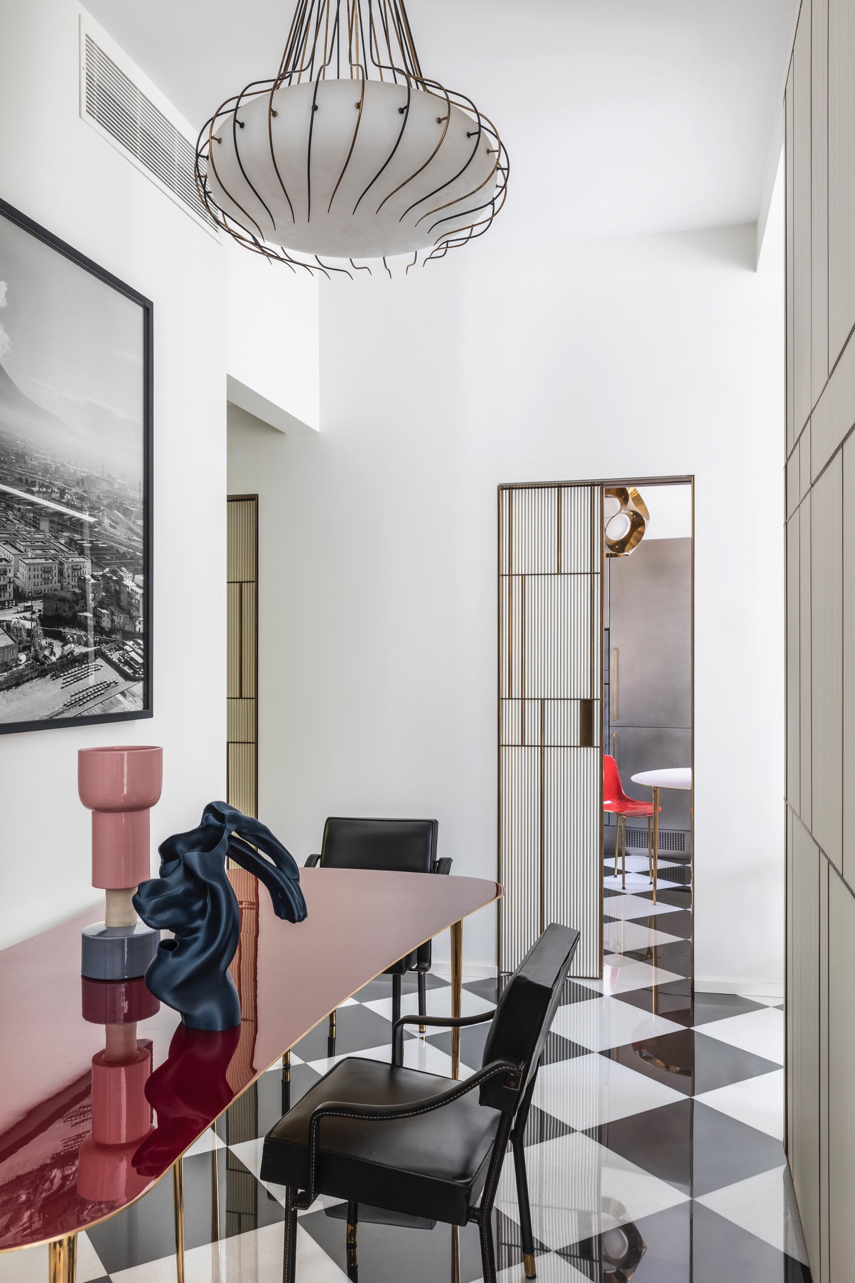 design-ideen-nilufar-gallery-mailand-homestory-decohome.de-roter-tisch