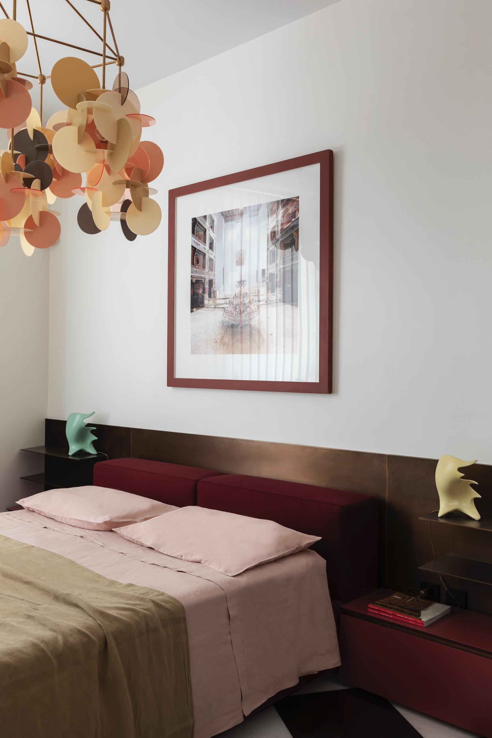 design-ideen-nilufar-gallery-mailand-homestory-decohome.de-schlafzimmer