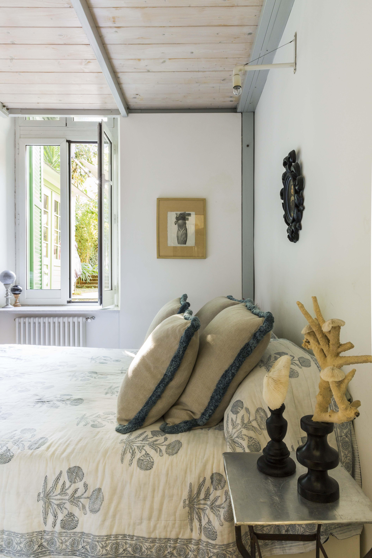 eklektisch-wohnen-rom-dylan-tripp-decohomede-bett-schlafzimmer
