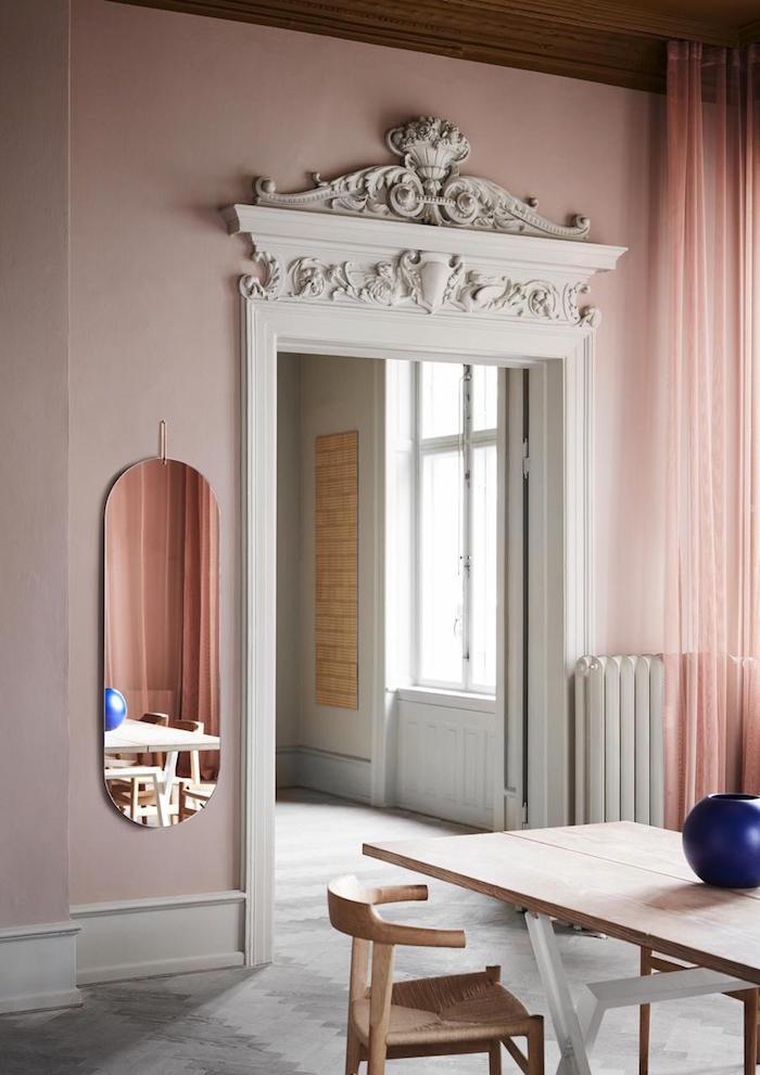 wandgestaltung-rosa-wand-streichen-decohome.de-moebe