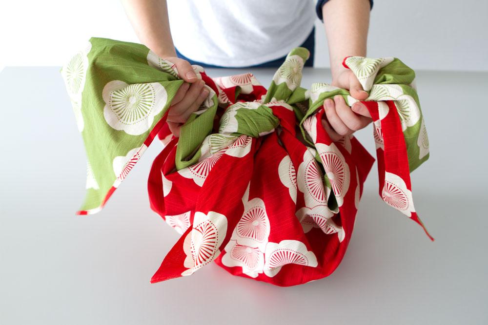 geschenke-nachhaltig-verpacken-oryoki-furoshiki-geschenk-1-decohome.de_