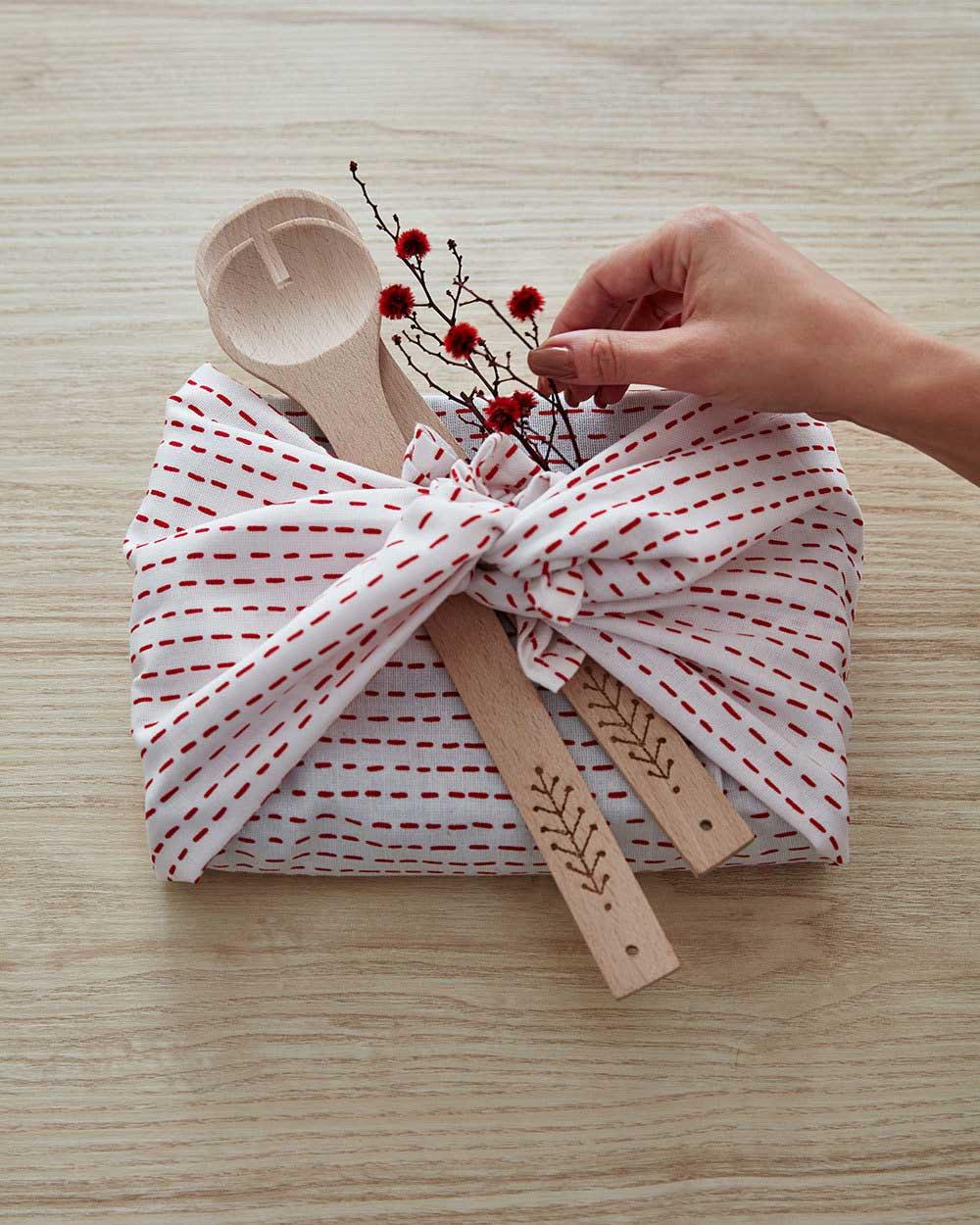 igeschenke-verpacken-ikea_cb_slowchristmas_geschenktipps_-decohome.de_