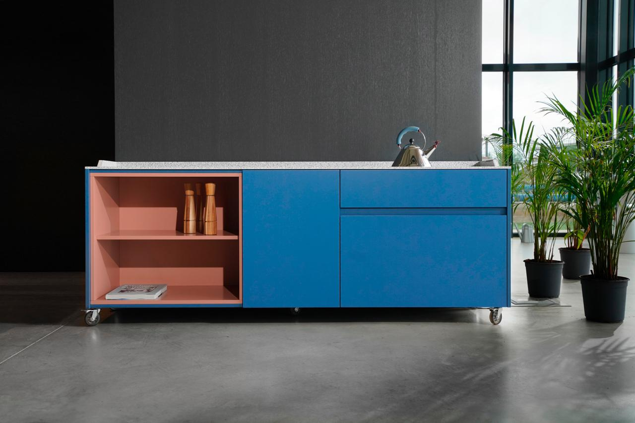 neue-kueche-trends-decohome.de-modulsystem-sideboard-dsignedby-serenity-blue-kitchenette